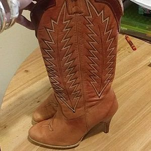 Heeled leather boots 6